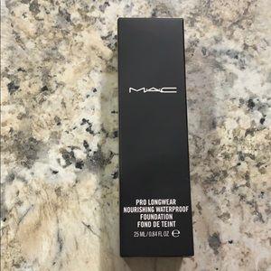 MAC Pro Longwear Nourishing Foundation NC25